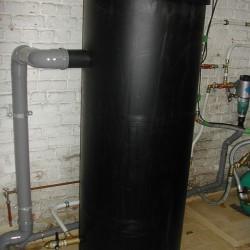 installation d'un système de surpression pour l'eau de ville avec un réservoir