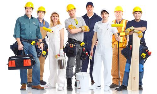 Equipe de travailleurs du bâtiment