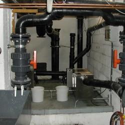 Système de dégraissage de l'eau dans une cuisine industrielle