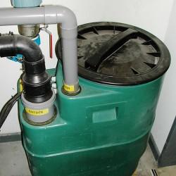 Système de dégraissage de l'eau dans une cuisine industrielle - pompe de relevage après dégraissage